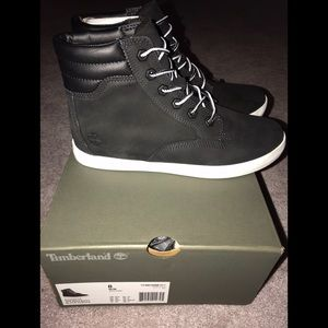 ✨BRAND NEW✨ women's Timberland boots with box!